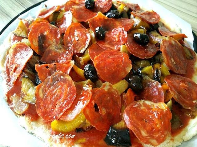 PIZZA AUX POIVRONS ET CHORIZO sans gluten, avec ou faible en lactose, sans sucre, sans levure