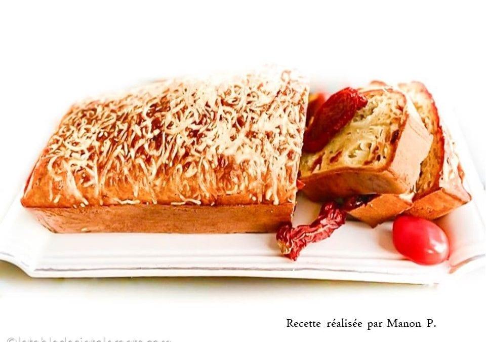 CAKE SALÉ À LA MOZZARELLA ET AUX TOMATES SÉCHÉES sans gluten, faible ou sans lactose